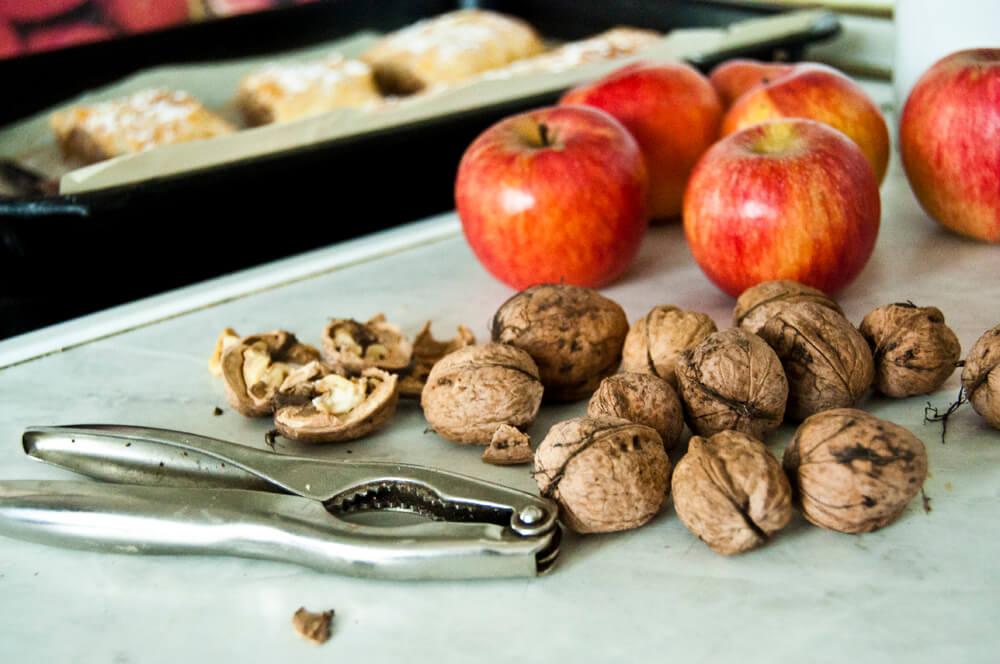 Jablka a vlašské ořechy