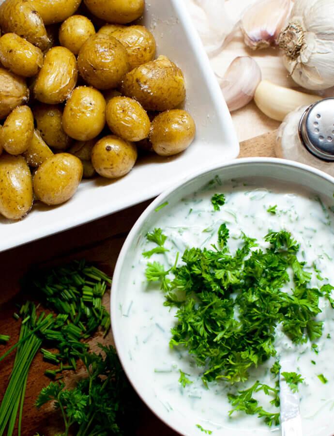 Nové brambory s bylinkovým dipem