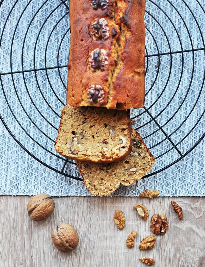 Sladký podmáslový chlebíček s ořechy